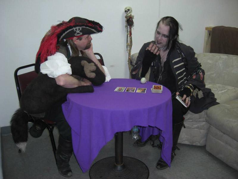 Loren Muzzy Reading Tarot Cards